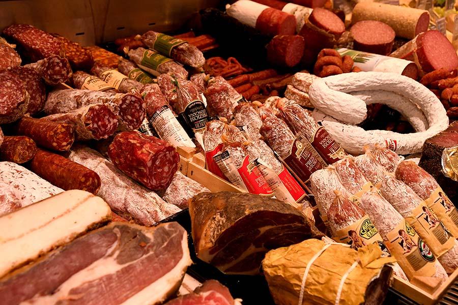 Frisches Fleisch und Wurst in Forstern